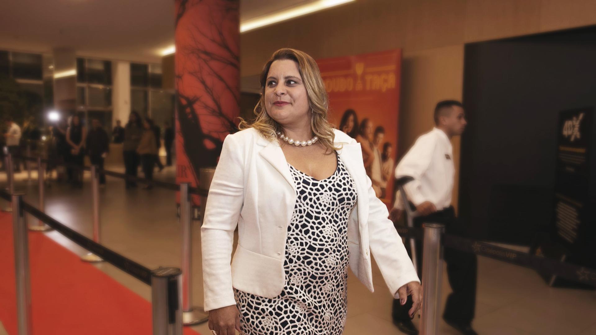 A fundadora da Sorridents, Carla Sarni, brilha no Tapete Vermelho em noite de pré-estreia