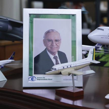 Quer ganhar um livro com toda a biografia do fundador da Embraer?