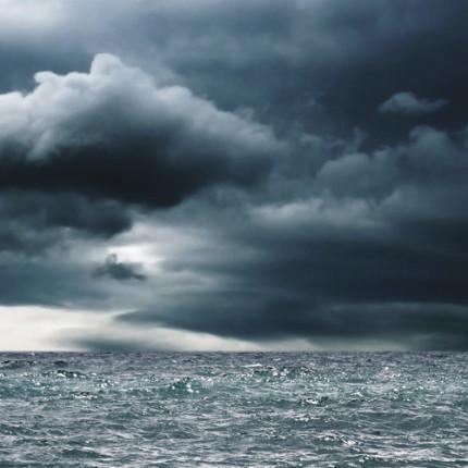 Esperar a tempestade passar ou enfrentá-la? – por Adir Ribeiro