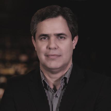 Alessandro Micelli dá aula inspirada no Estudo de Caso Deusmar Queirós