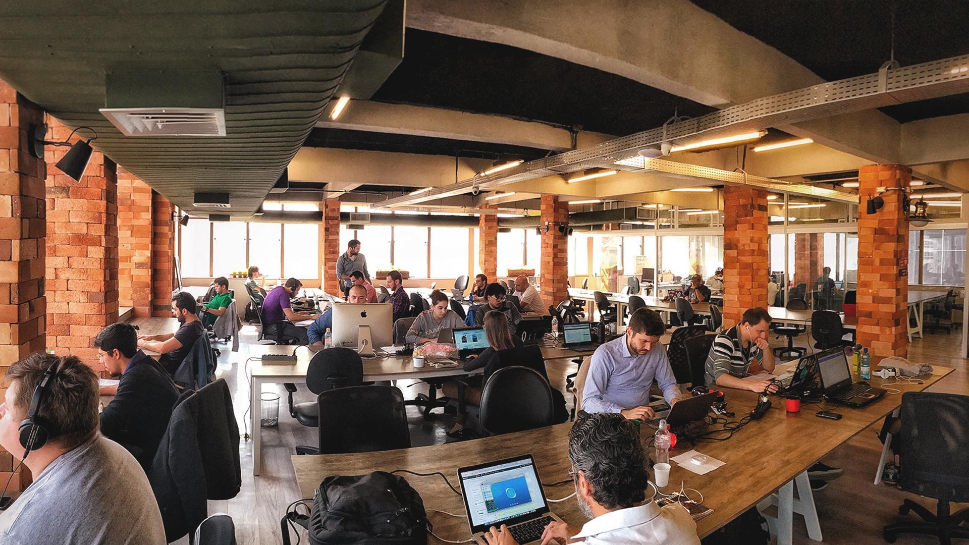 Empresas sendo aceleradas em um ambiente de cooworking