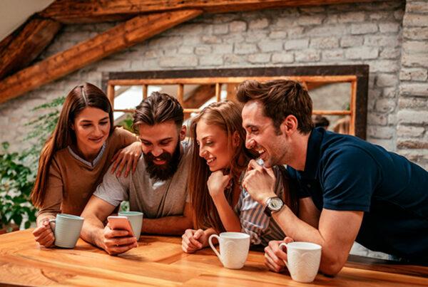 marketing de indicação é uma estratégia que usa os clientes satisfeitos para gerar novos leads de vendas
