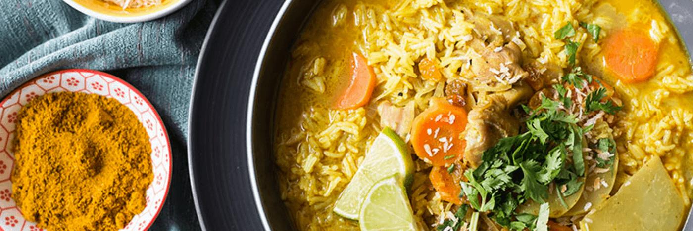 Soupe Mulligatawny au poulet avec chou-rave et riz basmati