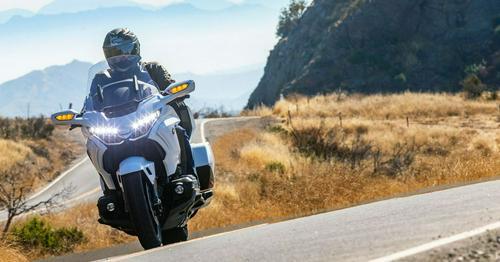 2020 Honda Gold Wing Tour DCT Test Review https://t.co/ZOMs7Gtgea...