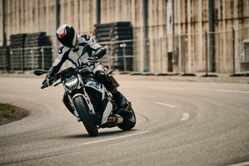 Review: 2021 BMW S1000R