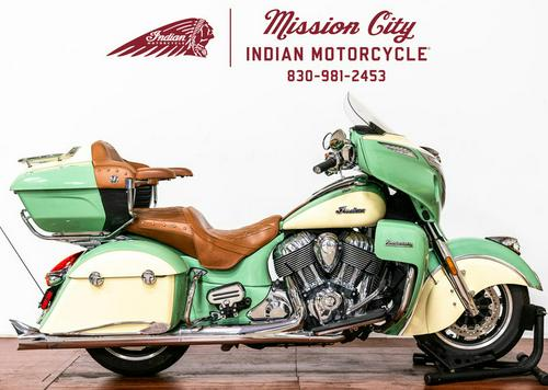 2017 Indian Motorcycle® Roadmaster® Willow Green Over Ivory Cream