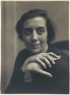 <p>Marjorie Content, <em>Self-portrait</em>, c. 1928. Silver gelatin print. Image courtesy of Jill Quasha.</p>