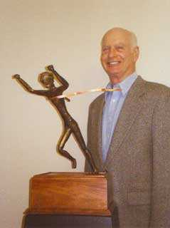 Jim McGinniss with <em>The Winner </em>sculpture for the Travis Manion 9/11 Race. Image courtesy of the artist.