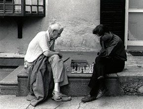 Bill Ney Playing Chess on Mechanic Street, New Hope, 1961. Photograph by Jack Rosen. James A. Michener Art Museum.