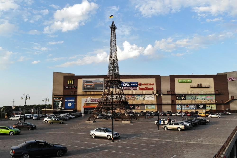 ТРЦ Французький бульвар з Ейфелевою вежою в Харкові