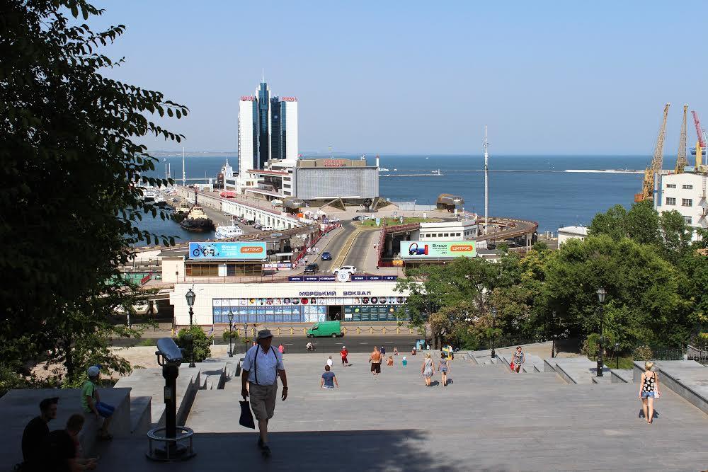 Потёмкинская лестница и Морской Вокзал в Одессе