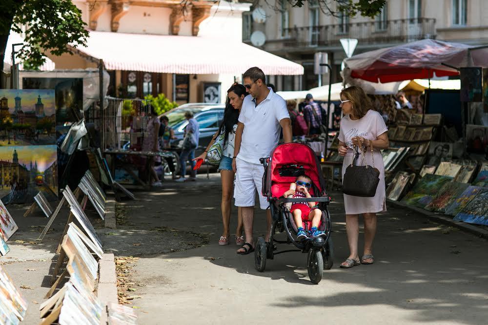 Львовский «Вернисаж» стихийный рынок художественных изделий