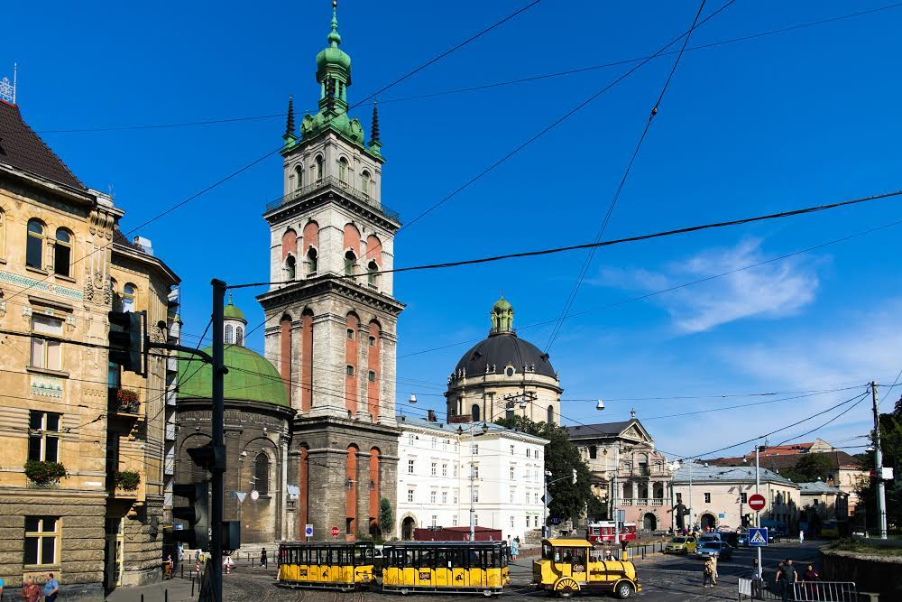 Успенская церковь и башня Корнятка Львов