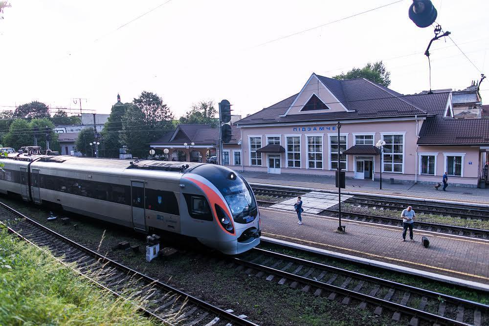 """Железнодорожная станция """"Подзамче"""""""