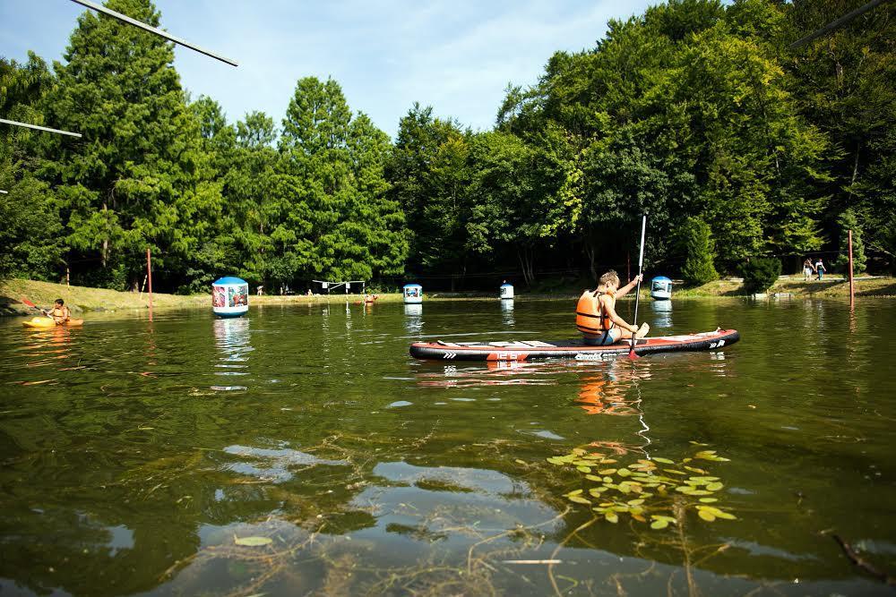 Байдарка на озере в парке «Погулянка»