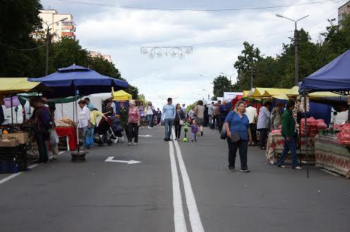 Ярмарок на головній площі в Броварах