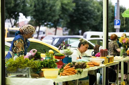 Ринок на улицах Левандовки