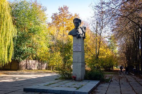 Монумент герою радянського союзу майору Кротову Б.А.
