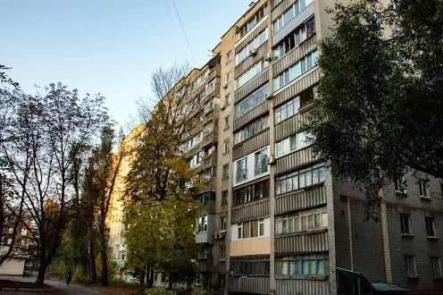 Многоэтажки на Титова в Днепре