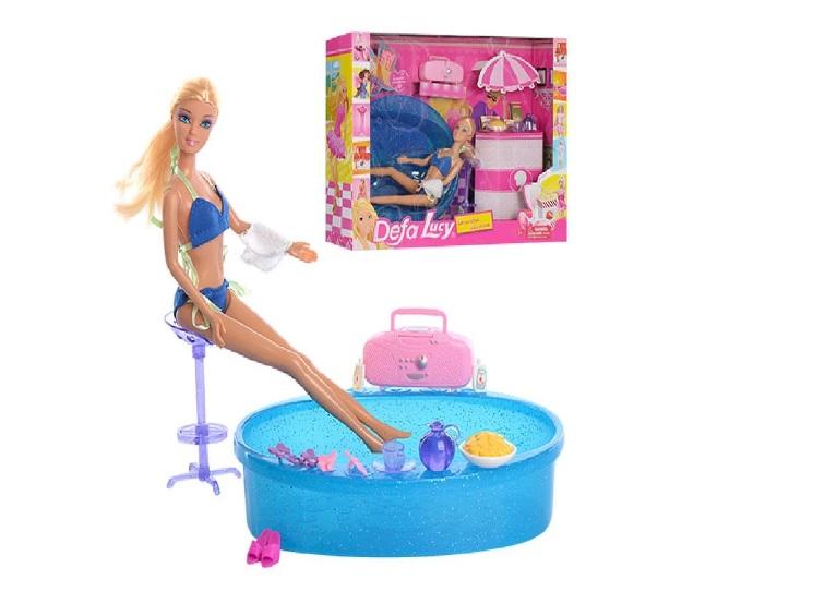 Muñeca con tina de baño y accesorios