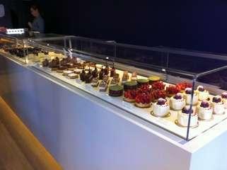 Cake display2