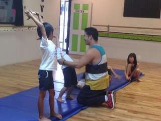 Saturday 430 500pm tumbling class   teacher kento 02