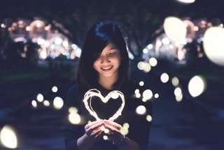 Womanholdingheart 2