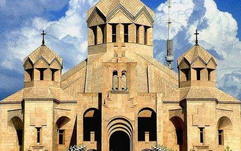 """<p><span style=""""color: rgb(56, 56, 56);"""">Верования&nbsp;в&nbsp;загробную&nbsp;жизнь&nbsp;в&nbsp;Армении.</span></p><p><span style=""""color: rgb(56, 56, 56);"""">Большинство&nbsp;армян&nbsp;верят&nbsp;в&nbsp;христианское&nbsp;видение&nbsp;смерти&nbsp;и&nbsp;загробной&nbsp;жизни.Апостольская&nbsp;Церковь,&nbsp;в&nbsp;отличие&nbsp;от&nbsp;некоторых&nbsp;христианских&nbsp;институтов,&nbsp;не&nbsp;делает&nbsp;упор&nbsp;на&nbsp;грех&nbsp;и&nbsp;искупление.Точно&nbsp;так&nbsp;же&nbsp;понятие&nbsp;чистилища&nbsp;отсутствует.Армяне&nbsp;уделяют&nbsp;особое&nbsp;внимание&nbsp;памяти&nbsp;погибших.После&nbsp;каждой&nbsp;мессы&nbsp;или&nbsp;бадарака&nbsp;проводится&nbsp;поминальная&nbsp;служба&nbsp;по&nbsp;погибшим.Седьмой&nbsp;день&nbsp;после&nbsp;смерти,&nbsp;сороковой&nbsp;день&nbsp;и&nbsp;ежегодное&nbsp;воспоминание&nbsp;являются&nbsp;общепринятым&nbsp;способом&nbsp;уважения&nbsp;к&nbsp;мертвым.Кладбища&nbsp;хорошо&nbsp;сохранились.Общение&nbsp;между&nbsp;живыми&nbsp;и&nbsp;мертвыми&nbsp;проявляется&nbsp;в&nbsp;частых&nbsp;посещениях&nbsp;могил&nbsp;близких&nbsp;людей.Еда&nbsp;и&nbsp;бренди&nbsp;подаются&nbsp;мертвым.Дни&nbsp;рождения&nbsp;умерших&nbsp;близких&nbsp;также&nbsp;отмечаются.</span></p><p><span style=""""color: rgb(56, 56, 56);"""">Стоит&nbsp;отметить,&nbsp;что&nbsp;Христианство&nbsp;было&nbsp;государственной&nbsp;религией&nbsp;в&nbsp;Армении&nbsp;с&nbsp;301&nbsp;года.&nbsp;Во&nbsp;времена&nbsp;Советского&nbsp;Союза&nbsp;религиозное&nbsp;выражение&nbsp;не&nbsp;поощрялось.Акцент&nbsp;был&nbsp;на&nbsp;атеизме.Однако&nbsp;армяне&nbsp;продолжали&nbsp;посещать&nbsp;церковь,&nbsp;особенно&nbsp;в&nbsp;связи&nbsp;с&nbsp;кризисными&nbsp;ситуациями&nbsp;и&nbsp;ритуалами.Большинство&nbsp;армян&nbsp;придерживаются&nbsp;Армянской&nbsp;Апостольской&nbsp;Церкви.Есть&nbsp;также&nbsp;приверженцы&nbsp;католической,&nbsp;евангельской&nbsp;и&nbsp;протестантской&nbsp;конфессий.</span></p>"""