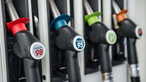 """<p>In 2018, independent gasoline sellers offered consistently lower fuel prices than their larger competitors. Data compiled by the Australian Competition and Consumer Protection Commission shows that motorists could save up to $ 350 - or $ 275 million - last year if they instead dodged major brands and chose independent retailers. ACCC Chairman Rod Sims informs,  that independent chains were the lowest-priced retailers in all eight (metropolitan) cities, while Coles Express was the lowest-priced retailer in almost every city,</p><p>In the ACCC report says, that retailers meet front to front in three distinct categories: supermarket chains (Woolies and Coles), marketing processors (BP and Caltex), and key independents (7-Eleven and United). Woolworths was, in the supermarket chain, average 3.5% cheaper than Coles Express, resulting in a 6% difference in Sydney. Caltex was consistently cheaper than BP, but only 0.9% on average in Australia. In the battle between the two largest independent retailers, United came out on top, becoming cheaper more than 3% in all eight major cities.</p><p>According to ACCC, the best way to find cheaper petrol is using fuel price <span style=""""color: rgb(51, 51, 51);"""">comparison apps.</span></p>"""