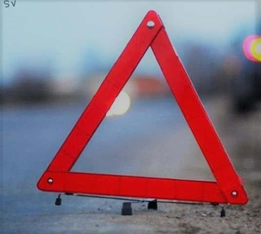 <p>Прошлой ночью в Баку произошло два ДТП, в которых были жертвы с летальным исходом,об этом прессе сообщили&nbsp;в МЧС Азербайджанской Республики.</p><p>Два грузовых автомобиля врезались в друг друга в Сабунчинском районе столицы. В автомобиле (КамАЗ) за рулем был сорока одно летний Солтанали Исламов а за рулем автомобиля (Газель) находился Хаям Мамедов. При столкновении автомобиль (Газель) практически расплющило,тяжелые травмы получил сын водителя, Мамедов Намиг двадцати трех лет. Молодого человека увезла карета скорой помощи в больницу,но врачи не смогли спасти ему жизнь. А также не далеко, в Сураханском районе баку буквально пару часов спустя случилась еще одна авария с смертью попавшего в нее.</p><p>Автомобиль Мицубиси с большой скоростью влетел в бетонное ограждение вдоль дороги. В результате ДТП прямо на месте аварии умерла  пятьдесят одно летняя Таджира Дадашова . Ее тело спасателям из МЧС буквально пришлось вызволять из деформированного автомобиля.</p>