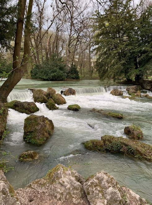 """<p><strong style=""""color: rgb(161, 0, 0);""""><em>Schöner Park. Alles ist sehr sauber, tolle Natur, saubere Luft. Sehr hübsch. Praktische Lage.</em></strong></p>"""