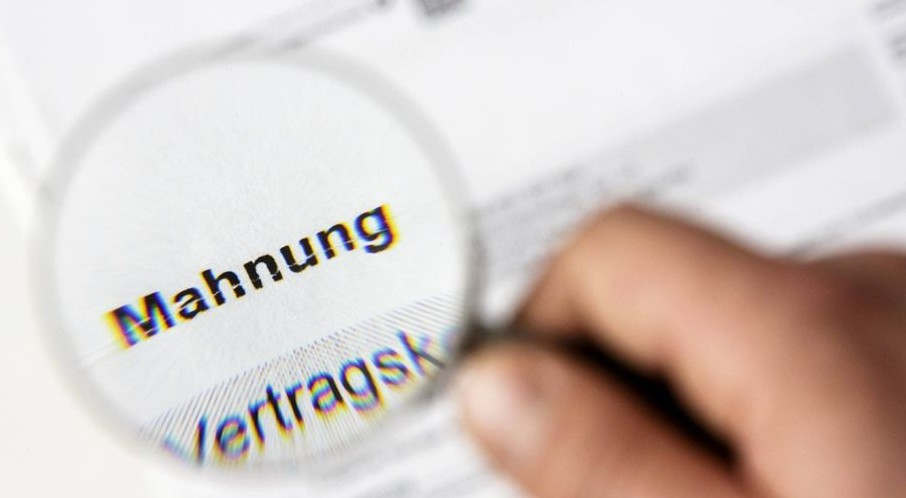 """<p>Die Stadtwerke München warnen ihre Kunden vor gefälschten Erinnerungsschreiben, die derzeit im Umlauf sind und einen """"überraschend realen"""" Effekt haben. Absender - Das mutmaßliche Inkassounternehmen der Aleksandar &amp; Co KG in Berlin.</p><p><br></p><p>""""Bei der SWM gaben Kunden an, dass sie gefälschte Mahnbriefe erhalten haben"""", sagten die Stadtwerke am Dienstag und warnten zudem konkret: als Empfänger angegeben. """"</p><p><br></p><p>Falsche Handhabungserinnerung - bitte lassen Sie es uns wissen</p><p>Darüber hinaus heißt es in einer Pressemitteilung der Stadtwerke: """"SWM rät seinen Kunden, vorsichtig zu sein und ausdrücklich anzugeben, dass es sich um Fälschungen handelt."""" Wenn Sie nicht sicher sind, ob der Brief echt oder falsch ist, können Sie das SWM Customer Service Center anrufen und fragen (Tel .: 0800 - 796 796 0).</p><p><br></p><p>Alle Links zu gefälschter Korrespondenz werden auch vom SWM Customer Service Center akzeptiert. """"Opfer können auch zur Polizei gehen"""", so die Stadtwerke.</p>"""