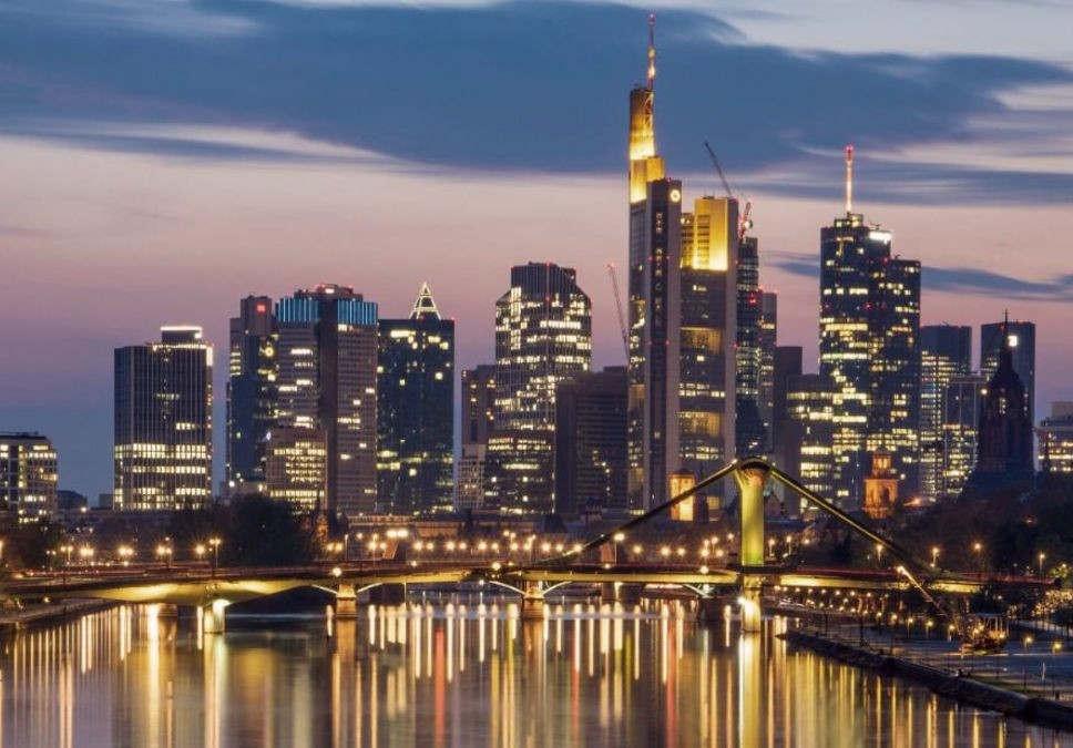 frankfurt_am_main_es_berlebte_sogar_den_bombenhagel_goethedenkmal_wird_175_7009_21_10_2019