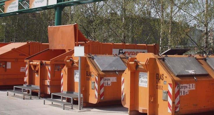 """<p>Das Beste ist, dass Müll überhaupt nicht entstehen sollte, aber da dies kaum möglich ist, können Sie versuchen, ihn zumindest zu reduzieren. Laut Senatorin Regina Gunther von den Grünen hat der Senat am Dienstag einen Bericht verabschiedet, der verschiedene Maßnahmen enthält, mit denen Berlin bereits begonnen hat oder die in diesem Jahr als Pilotprojekt erprobt werden. Gunther sagte, es gehe einerseits um die Vermeidung von Abfällen und andererseits um Recycling und Recycling.</p><p><br></p><p><strong>Umweltsenatorin Regine Gunther: Gebrauchtwaren als """"Zuhause der Zukunft""""</strong></p><p><br></p><p>So wurde unter dem Motto """"Wiederverwendung statt Wegwerfen"""" im Jahr 2018 die Initiative """"Wiederverwendung von Berlin"""" ins Leben gerufen - Kampagnen zum Sammeln von Gebrauchtgütern, zum Beispiel auf Wochenmärkten, wurden zum Sammeln und Verkaufen von Gebrauchtgütern eingesetzt. Die Senatsverwaltung will dies weiterentwickeln. In den nächsten zwei Jahren werden drei oder vier Second-Hand-Läden gebaut. Die """"Kaufhäuser der Zukunft"""", wie sie Senator Gunther nannte, sollten andere Käufergruppen ansprechen, die """"aus der Nische raus wollen"""".</p><p><br></p><p>Außerdem sollte es möglich sein, ein defektes oder zerbrochenes Produkt zu reparieren. Sie arbeiten eng mit BSR zusammen, fährt Gunter fort. Stadtreinigung ist bereit, ein solches Kaufhaus zu implementieren. Die korrekten Standorte sind jedoch noch nicht bekannt. """"Wir stehen am Anfang"""", sagte der Senator.</p><p><br></p><p><strong>Abfallentsorgung: Kleine oder mittlere Catering-Einrichtungen sind nicht ausreichend voneinander getrennt</strong></p><p><br></p><p>Ein weiteres Pilotprojekt findet im gastronomischen Bereich statt. Denn die Untersuchung im Auftrag des BSR ergab, dass insbesondere kleine und mittlere Unternehmen Lebensmittelreste nicht ausreichend trennen. Beispielsweise enthält der Restmüll in Gastronomieläden bis zu 70 Prozent der Rückstände. Zwei Restaurants in Neukeln und Charlottenburg-Wilmersdorf beraten der"""