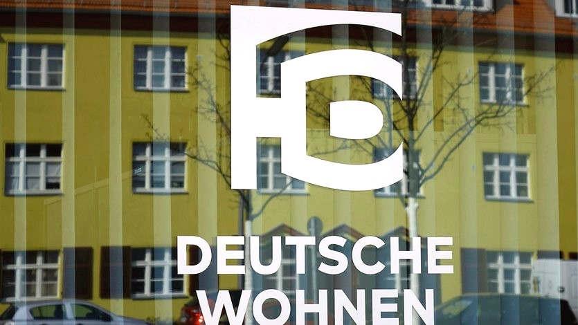 """<p>Die Berliner Datenschutzbeauftragte Maya Smolchik verhängte gegen die Deutsche Wohnen ein Bußgeld in Höhe von 14,5 Millionen Euro wegen Verstoßes gegen die Allgemeine Datenschutzverordnung. Dies geht aus einem Bericht hervor, der am Dienstag vom Datenschutzbeauftragten veröffentlicht wurde. Dies ist nach Angaben der SPD-Fraktion die höchste Strafe für Verstöße gegen die Allgemeine Datenschutzverordnung (DSGVO) in Deutschland.</p><p><br></p><p>Die Berliner Datenschutzbeauftragte stellte bei den Vor-Ort-Kontrollen im Juni 2017 und März 2019 fest, dass die Deutsche Wohnen ein Archivsystem zur Speicherung der personenbezogenen Daten der Mieter verwendet, sodass nicht mehr benötigte Daten nicht mehr gelöscht werden können. """"Die personenbezogenen Daten der Mieter werden gespeichert, ohne zu prüfen, ob eine Speicherung zulässig oder gar erforderlich ist.""""</p><p><br></p><p><strong>Datenschutzbeauftragter Smolchik: """"Leider stoßen wir häufig auf Datenfriedhöfe""""</strong></p><p><br></p><p>In einigen Fällen können """"die privaten Daten der betroffenen Mieter für mehrere Jahre eingesehen werden"""", aber sie dienen nicht dem Zweck ihrer ursprünglichen Sammlung. """"Dazu gehörten Daten über die persönlichen und finanziellen Verhältnisse der Mieter wie Gehaltsnachweise, Selbstauskunftsformulare, Auszüge aus Arbeits- und Arbeitsverträgen, Daten zu Steuern, Sozial- und Krankenversicherungen sowie Kontoauszüge """", heißt es in der Erklärung.Die Deutsche Wohnen ist mit rund 110.000 Wohnungen der größte private Vermieter in Berlin.</p><p><br></p><p><strong>Die Empfehlung, das Archivsystem zu ändern, erschien 2017</strong></p><p><br></p><p>Laut Datenquellen haben Datenschutzbeauftragte dringend empfohlen, das Archivierungssystem während des ersten Testdatums im Jahr 2017 zu ändern. Im März 2019, mehr als eineinhalb Jahre nach dem Datum der ersten Überprüfung und neun Monate nach dem Beginn der Anwendung der Allgemeinen Datenschutzverordnung, hatte die Deutsche Wohnen jedoch """"weder die Löschung """