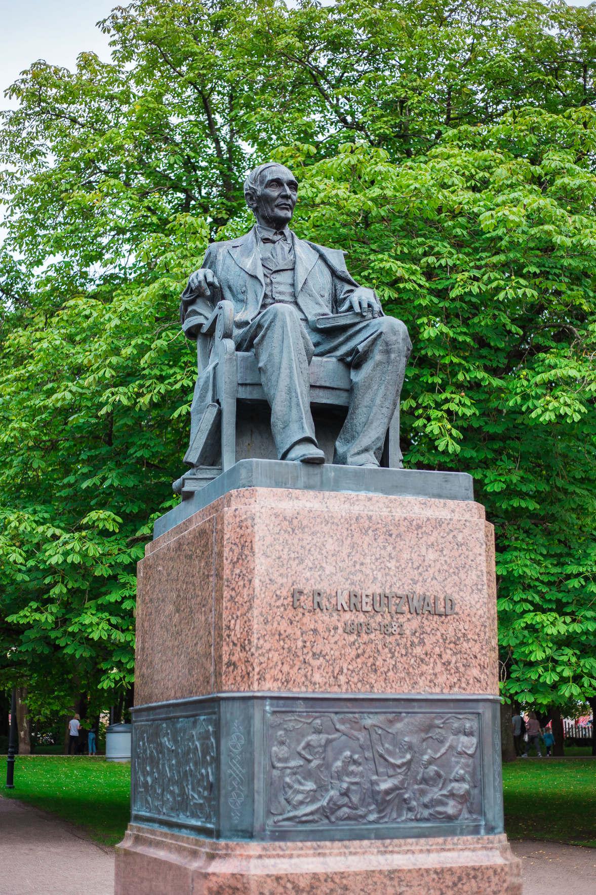 Фри́дрих Ре́йнгольд Кре́йцвальд — эстонский поэт, писатель, фольклорист, просветитель, врач и общественный деятель, зачинатель эстонской литературы.