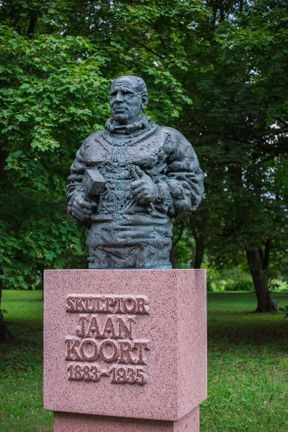 Яан Коорт — эстонский скульптор, художник и специалист по керамике. Один из создателей национальной эстонской художественной школы XX века.
