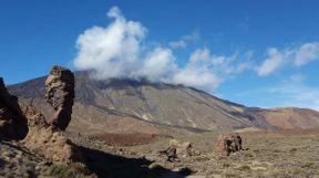 """<p><br></p><p><strong style=""""background-color: rgb(248, 249, 250); color: rgb(161, 0, 0);""""><em>Teide - un volcán en la isla de Tenerife, el municipio de La Orotava, el punto más alto de España, el centro del Parque Nacional del Teide. Altura - 3718 m, altura relativa sobre el fondo del Océano Atlántico - 7500 m, es el pico más alto en este océano.</em></strong></p>"""