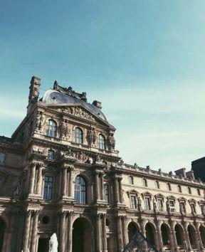 <p>Est-il possible de parler du Louvre, tout le monde le sait. Si vous êtes à Paris, alors sans le Louvre nulle part!)</p>