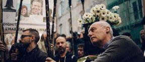 <p>Le 9 novembre des milliers de manifestants se sont mobilisés à Marseille. La raison de cette manifestation sont des effondrements d'immeubles rue d'Aubagne qui se sont passés le 5 novembre 2018 et l'inaction des autorités locaux à ce propos. «&nbsp;Il faut mentionner que ces effondrements ont entraîné la mort de huit personnes et maintenant force est de montre notre soutien aux familles de huit victimes&nbsp;», dit le manifestant. </p><p>La fin de journée a été marquée par des heurts entre les policiers et les manifestants. En conséquence, dix interpellations et un policier blessé. Maintenant la situation est sous contrôle des policiers. La quantité des gens qui ont participé à cette manifestation est variable : de 6700 (selon la police) à 20000 manifestants (selon les organisateurs).</p><p><br></p>