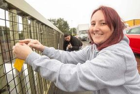 <p>Sam Chatwin, a mum, has started a support group for people suffering from mental health issues. In the bid to help these people, she has launched a new mission. On the motorway bridge to Birmingham and Black County, she leaves a series of heartfelt notes. The notes motivate these people never to give up and to believe that the help is always round the corner. She calls these messages as the messages of hope, and these notes often contain words like 'You Matter', You Are Beautiful', 'You are alive for a reason so don't ever give up.'&nbsp;</p><p>Sam, says that she had a breakup which led to her losing the job. She hit rock bottom and felt that there was not enough help and support available. She started a support group in the light of development. The response for the support group has been amazing with a weekly meeting held on every Wednesday. There are 36 people in the support group now.</p><p>&nbsp;</p>