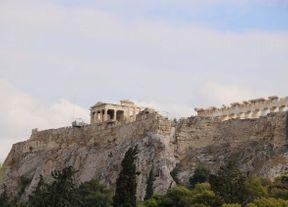 "<p><strong style=""color: rgb(0, 71, 178);""><em>Ακρόπολη είναι ένα σύμβολο της Αθήνας και της Ελλάδας, καθώς και ένα από τα σημαντικότερα μέρη του δυτικού πολιτισμού. Στην ελληνική γλώσσα, η Ακρόπολη σημαίνει ""ανώτερη πόλη"". Από την εποχή των λίθων, ένας βραχώδης λόφος πάνω από την Αθήνα, το ύψος του οποίου είναι 156 μέτρα πάνω από την επιφάνεια της θάλασσας.</em></strong></p>"