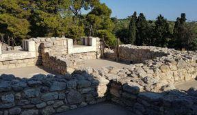 """<p><strong style=""""color: rgb(0, 71, 178);""""><em>Επισκεφτήκαμε την Knossoss, είναι πολύ ενδιαφέρον! Θέλω να περπατήσω για πάντα, δεν μπορώ να πιστέψω ότι η ιστορία μας κατέληξε μέσα στους αιώνες. Αρχικά θα πρέπει να επισκεφτείτε το Αρχαιολογικό Μουσείο, ώστε αργότερα να είναι πιο εύκολο να φανταστεί κανείς την ομορφιά του παλατιού, τη διακόσμηση και το σχέδιο του, τότε θα συνειδητοποιήσετε το μεγαλείο του ανθρώπινου ταλέντου των περασμένων αιώνων!</em></strong></p>"""