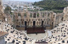 "<p><strong style=""color: rgb(107, 36, 178);""><em>Δεν είναι περίεργο που λένε ποιος δεν επισκέφτηκε τους Δελφούς, δεν γνώριζε την Ελλάδα. Έχοντας φτάσει στην κορυφή, ένα στάδιο, ένα θέατρο και τα πολλά ερείπια ενός μεγάλου αρχαίου κράτους, η δύναμή του ανοίγει μπροστά σας. Μεγάλη φύση, καθαρός ορεινός αέρας, ανθισμένα δέντρα) Μου αρέσει να περπατάω εδώ</em></strong></p>"