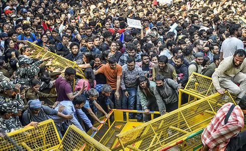 """<p class=""""ql-align-justify""""><span style=""""background-color: transparent; color: rgb(0, 0, 0);"""">More than hundred students of JNU marched to parliament Monday. They were chanting anti-fee hike slogans; they were also carrying placards and posters along with them. Shiv Sena took the advantage and targeted its former ally BJP. On Thursday, Delhi police charged the lathi on the students of JNU. Sena said the police officers who are hitting the visually-challenged students can not be servants of people and definitely they are not the saviours of the law.</span></p><p><span style=""""background-color: transparent; color: rgb(0, 0, 0);"""">They said that the concerned Union minister should have reached the students earlier to avoid the violence. The clash happened between students and police, and later students were trying to climb barricades, which in turn, resulted in a lathicharge by police and students were brutally abused by the police department. All the allegations have been denied by the police department and filed FIRs under various sections.</span></p>"""