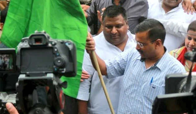 """<p>Delhi Chief Minister Arvind Kejriwal on Saturday hailed off 70 versatile vans which will sell onions at Rs. 23.90 per kilogram in all the get together electorates in the city.&nbsp;The occasion was held outside the Delhi Secretariat, which was gone to by Food and Civil Supplies Minister Imran Hussain and a few Aam Aadmi Party (AAP) pioneers.&nbsp;The legislature will likewise sell onions at 400 apportion shops over the national capital.&nbsp;""""Hailed off 70 versatile vans from the Delhi Secretariat that are being positioned in 70 Assembly bodies electorate available to be purchased of onion at Rs. 23.90 per kg. What's more, 400 reasonable value shops have likewise started stock of moderate onion. We expect the market cost of onion to lessen soon,"""" Mr Kejriwal tweeted.&nbsp;While declaring the proceed onward Friday, Mr Kejriwal had said an individual can purchase a limit of five kilogram of onion at once.&nbsp;He had additionally said that onion is being sold between Rs. 60 and Rs. 80 for every kg in retail, including that the new advance would give alleviation to the individuals of the city.&nbsp;The Delhi government will acquire one lakh kilogram of onions from the Center throughout the following five days.</p>"""