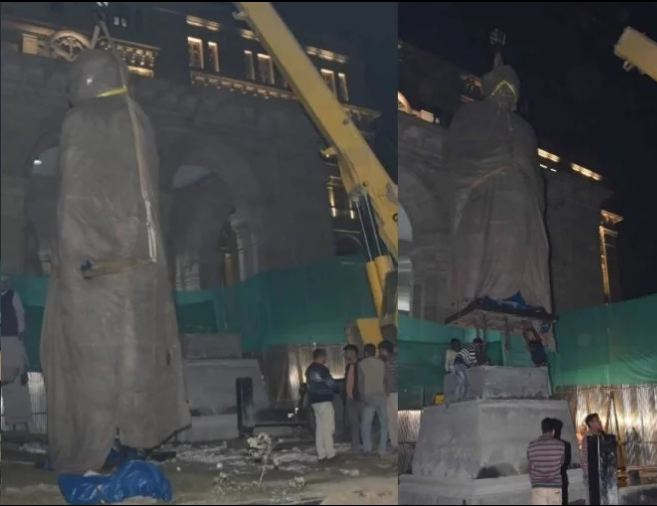 <p>Former Prime Minister Bharat Ratna late. Atal Bihari Vajpayee's 25 feet tall statue reached Lucknow late on Sunday night. The five-tonne statue of Octal metal made in Jaipur is to be unveiled on December 25, the day of Atalji's birth anniversary.</p>