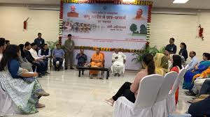 <p>Chief Minister Yogi Adityanath  met Kashmiri Students studying in Uttar Pardesh, and said that providing convenience and security to Kashmiri students is a priority of the state government. CM said that we can learn a lot by communicating with each other and sharing their experience.</p>