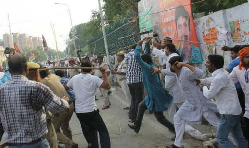 <p>In the by-election of Sadar Vidhan Sabha, the agents and workers of political parties kept fighting among themselves. The news of fake voting and controversy throughout the day stunned the officers.</p>