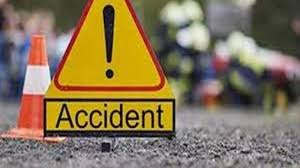 <p>A painful accident occurred on the Delhi highway near Hindustan College in Farah area of Mathura. A heavy vehicle hit the Activa. One person aboard the Activa was killed in the accident, and another youth was injured.</p>